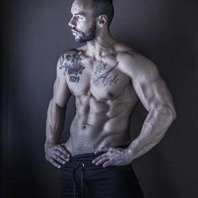 Eric Leto posing